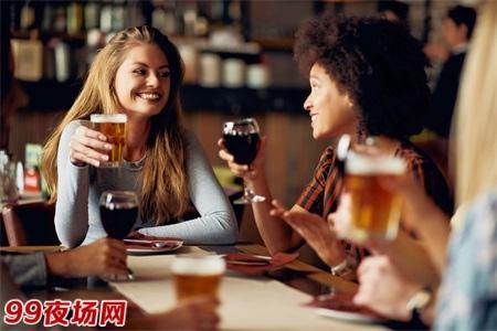 青岛生意好夜场招聘包吃住包吃住-结二千高小费多多图片展示